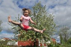 Springendes Mädchen stock abbildung