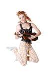 Springendes Punkmädchen mit Geige. Lizenzfreie Stockfotografie