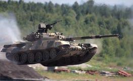 Springendes t-90 Lizenzfreies Stockbild