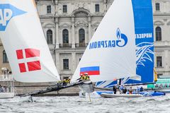 Springer segla serier för ytterlighet 40 2014 i Ryssland, St Petersburg Arkivbild