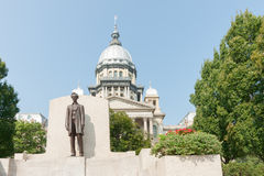 Springfield Illinois USA statue of Abraham Lincoln in front of t. He state capitol building stock photos