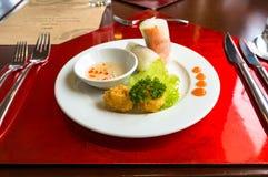 Springrolls рисовой бумаги стиля вьетнамца с глубоким зажаренным fishball Стоковые Фото