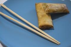Springrolls en Chinese eetstokjes royalty-vrije stock afbeeldingen