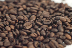 Sprinkle of coffee beans Royalty Free Stock Images
