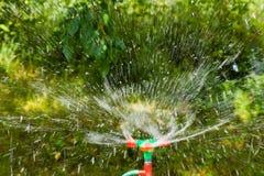sprinklervatten Arkivfoto