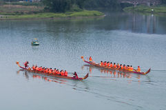 The sprint of Chinese dragon boat Royalty Free Stock Images