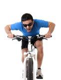 Sprint di persona dura di addestramento della bici di guida dell'uomo di sport nella forma fisica e nella concorrenza Immagini Stock