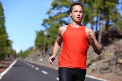 Sprinta snabb löparemanspring royaltyfri fotografi