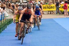 Sprintar den europeiska triathlonen för Cremona ITU koppen Royaltyfri Fotografi