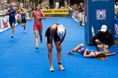 Sprintar den europeiska triathlonen för Cremona ITU koppen Arkivfoto