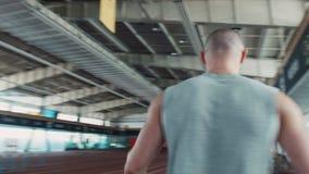 Sprinter που αφήνει την έναρξη στο στάδιο απόθεμα βίντεο