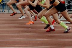 sprinter dei corridori dei piedi delle donne Fotografia Stock Libera da Diritti