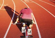 Sprinter in på din fläckposition i kvarteren bakifrån Royaltyfri Foto