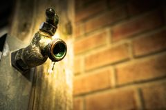 Sprintime faucet w garden3 fotografia royalty free