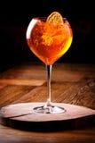 Spritz den Aperol coctailen i ett glass exponeringsglas royaltyfri foto