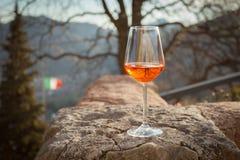 Spritz den traditionella italienska coctailen fotografering för bildbyråer