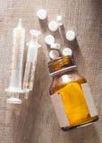 Spritze und Medizin Lizenzfreie Stockfotos