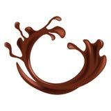 Spritzen der heißen Schokolade in der braunen Farbe lokalisiert auf Weiß Stockfotos