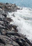 Spritzen an der Küste stockfoto