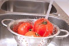 Spritzen der Tomaten lizenzfreies stockbild