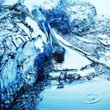 Spritzen des blauen Wassers Lizenzfreies Stockfoto
