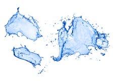 Spritzen des blauen Wassers getrennt auf weißem Hintergrund stockfotos