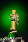 Spritzen des Champagners Lizenzfreie Stockfotografie