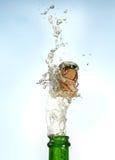 Spritzen des Champagners Stockfotos