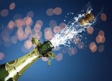 Spritzen des Champagners Stockbild