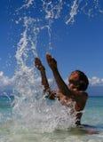 Spritzen des exotischen Jungen Lizenzfreies Stockbild