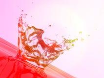 Spritzen des roten Wassers Stockfoto