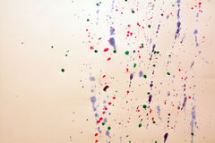 Spritzen des Tintenfarbtropfens Stockbild