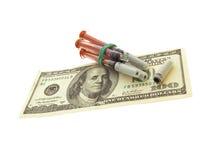 Spritzen und Geld Lizenzfreie Stockfotografie