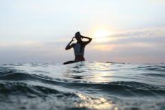 Spritzwassertropfen bei Sonnenuntergang Lizenzfreies Stockfoto
