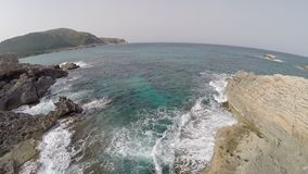 Sprong in de Middellandse Zee - Luchtvlucht, Mallorca stock video
