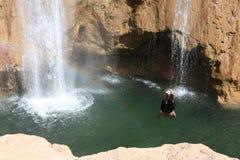Sprong in diepe waterval Stock Afbeeldingen