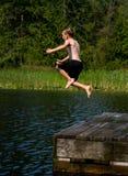 Sprong in het meer Stock Foto
