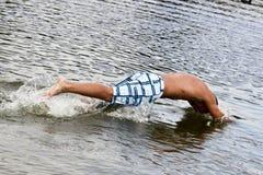 Sprong in het Water Royalty-vrije Stock Foto's