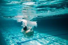Sprong i water Royalty-vrije Stock Afbeeldingen