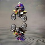 Sprong op een motorfiets Stock Fotografie