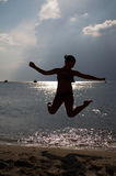 Sprong op het strand royalty-vrije stock foto