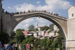 Sprong van Mostar-brug Stock Foto
