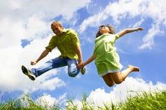 Sprong van twee mensen Stock Foto