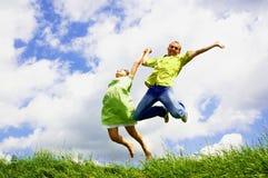Sprong van twee mensen Stock Afbeelding