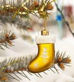 Spruce dekorerade toys Royaltyfria Bilder
