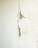 Sprucken betongväggtexturbetong Royaltyfria Bilder
