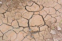Sprucken brun jord som orsakas från ointressant anledning Arkivbilder