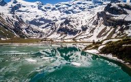 Sprucken fryst sjö, berg engelberg Arkivbild