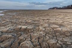 Sprucken jord och torkad sjö Royaltyfria Bilder