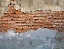 Sprucken konkret bakgrund för abstrakt begrepp för tappningtegelstenvägg Royaltyfri Fotografi